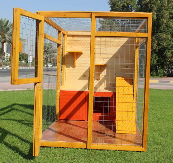 cat house with fenced play area 3
